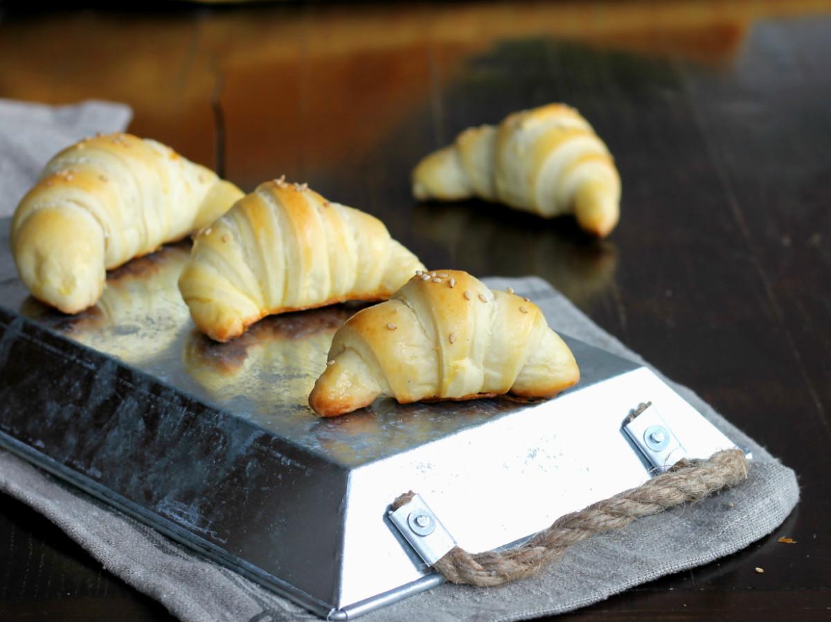 CORNETTI SALATI DA BUFFET ricetta cornetti brioche sofficissimi