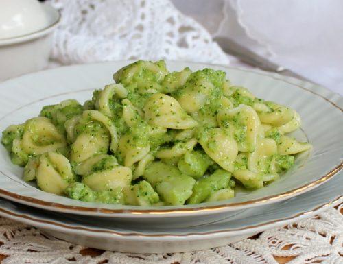 ORECCHIETTE CON BROCCOLI BARESI ricetta tipica