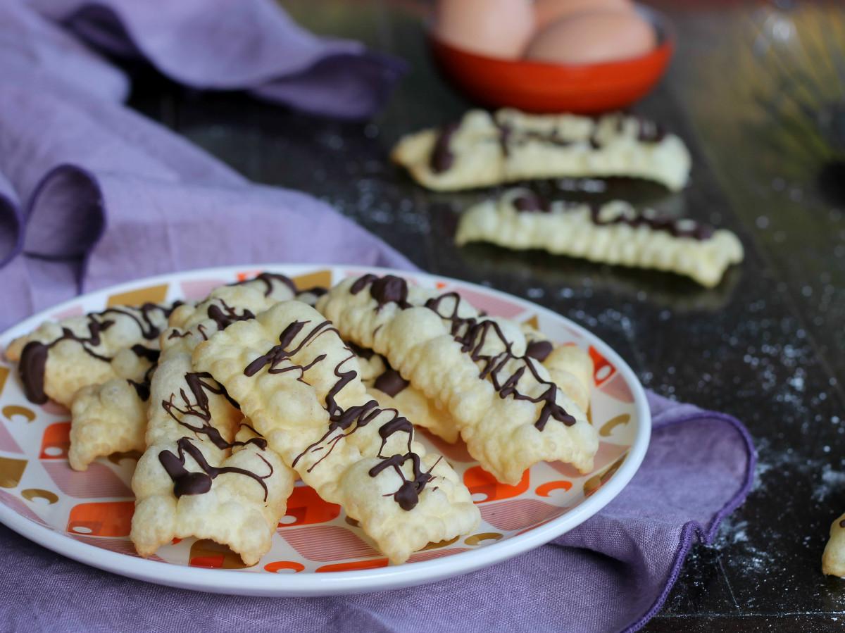 CHIACCHIERE AL CIOCCOLATO ricetta dolce fritto di Carnevale