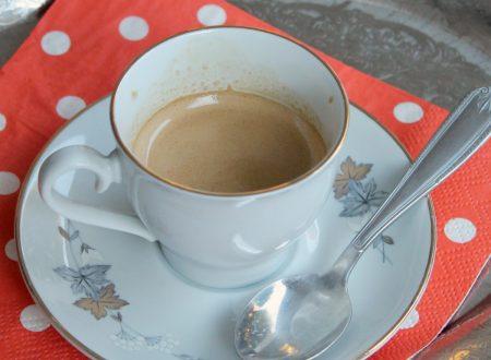 Come preparare in casa la cremina per il caffè