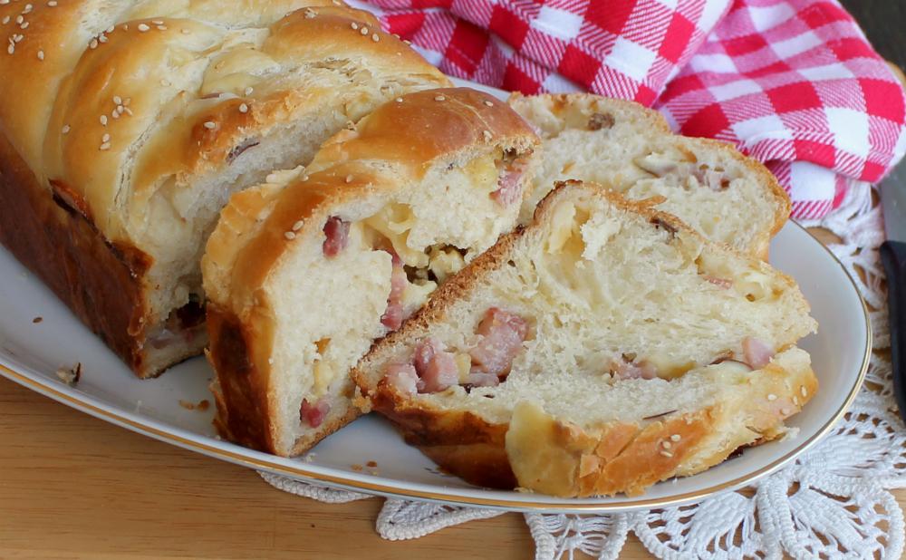 TRECCIA RUSTICA ricetta con provola e pancetta