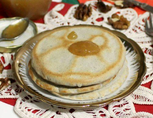 Pancakes integrali senza uova alla crusca d'avena