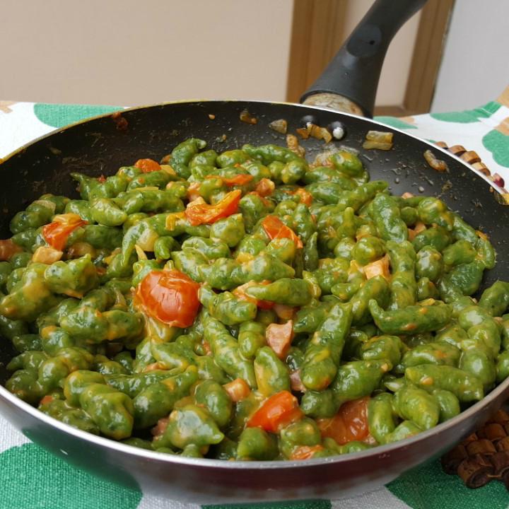 Ricette Gnocchetti Verdi Tirolesi.Gnocchetti Tirolesi Con Pancetta E Pomodorini Ricetta Veloce