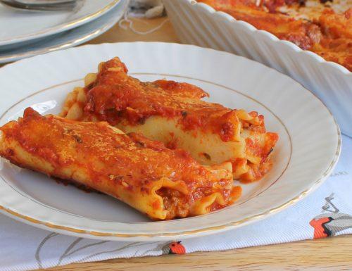 ROTOLINI DI LASAGNA AL FORNO con ragù e formaggio