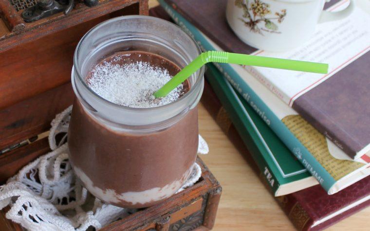 SMOOTHIE COCCO E BANANA ricetta frullato al cioccolato goloso