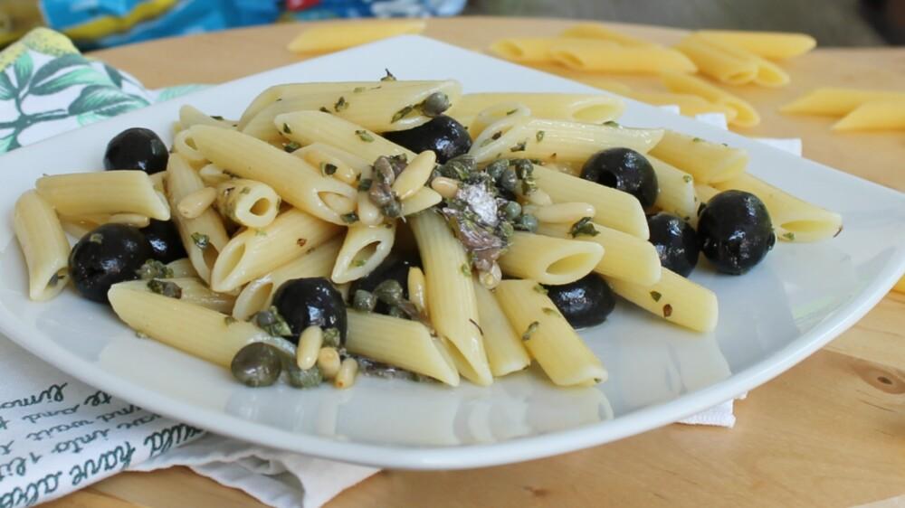 Pasta con Acciughe Capperi e Olive Primo Piatto Caldo O Freddo