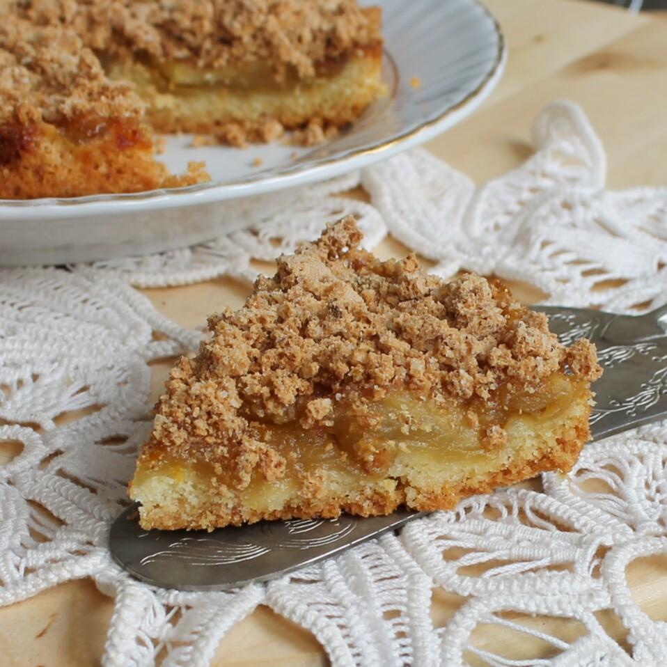 CROSTATA SBRICIOLATA MELE E AMARETTI dolce con mele