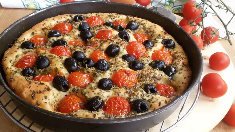 FOCACCIA PUGLIESE ORIGINALE ricetta focaccia barese tipica