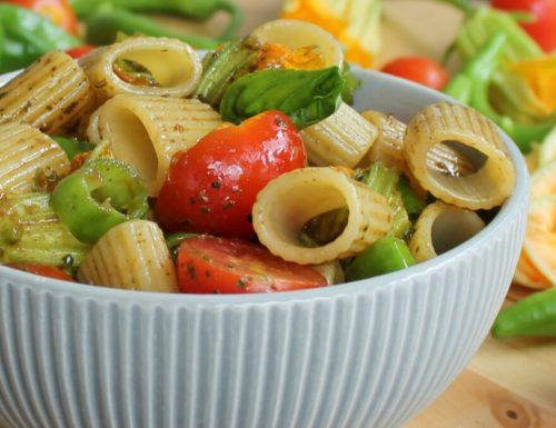 INSALATA DI PASTA FREDDA ricetta con pesto e cruditè di verdure