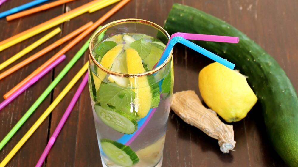 ZENZERO E LIMONE CETRIOLO MENTA ricetta acqua detox aromatizzata