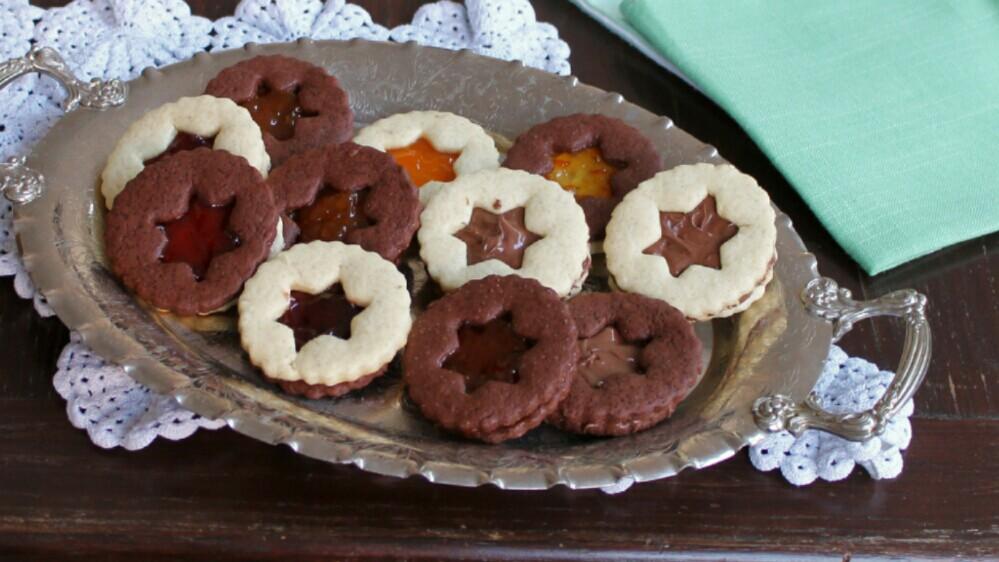 BISCOTTI OCCHIO DI BUE ricetta con pasta frolla classica e al cacao