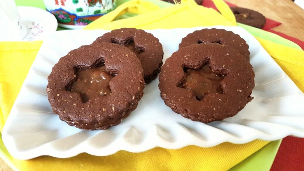 OCCHI DI BUE ricetta biscotti al cacao senza burro e uova con marmellata