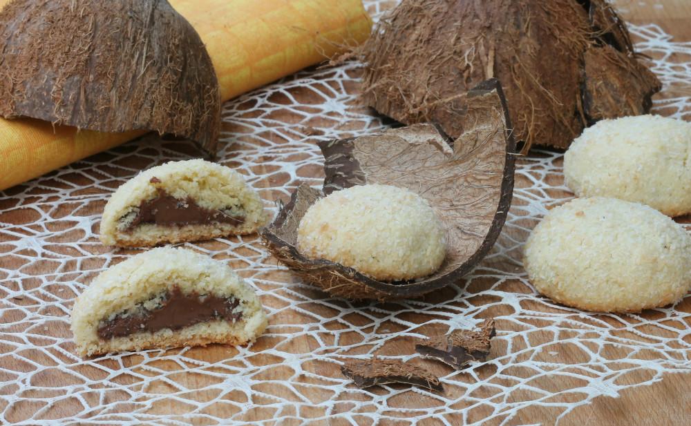 BISCOTTI AL COCCO E NUTELLA ricetta biscotti ripieni facili
