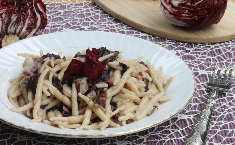 PASTA CON RADICCHIO PROSCIUTTO CRUDO ricetta pasta cremosa