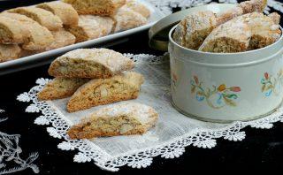 RICETTA CANTUCCI ALLE MANDORLE biscotti di Prato