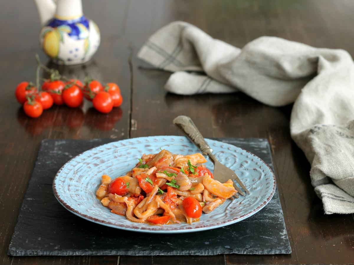 CALAMARI IN UMIDO ricetta secondo piatto di pesce facile