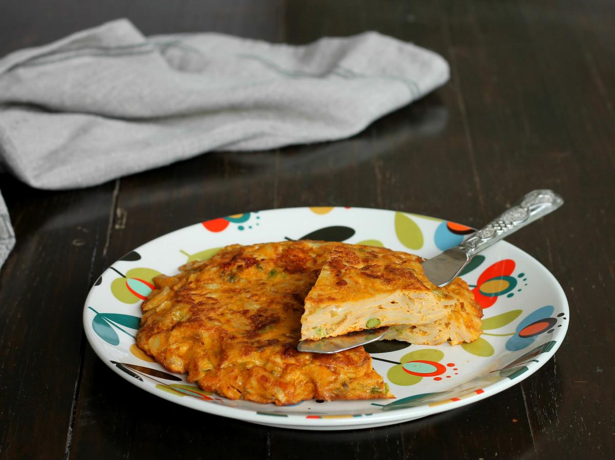 FRITTATA DI PASTA ricetta tipica napoletana primo piatto svuota frigo