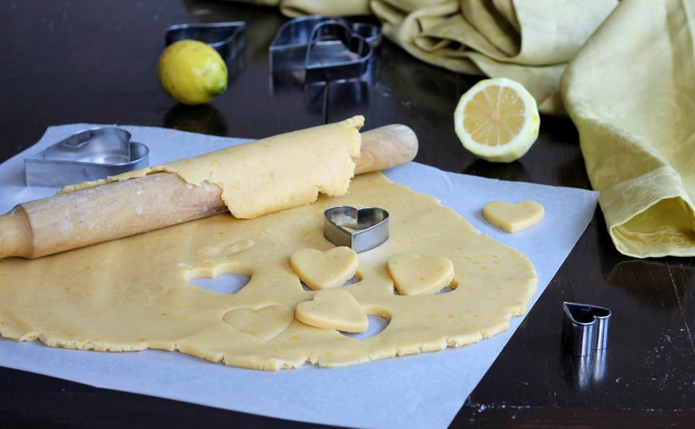 Pasta frolla fine al limone ricetta base per crostate e for Pasta frolla planetaria