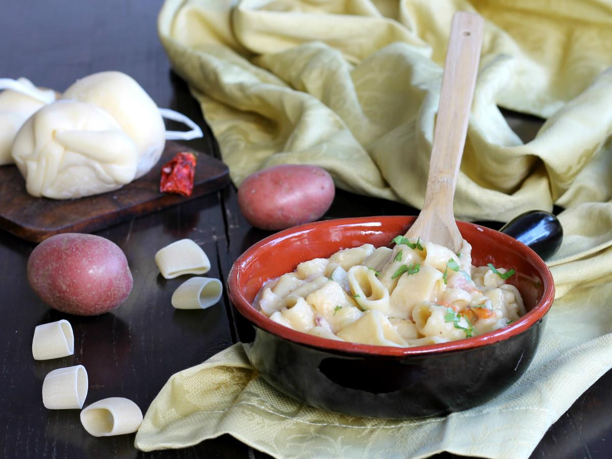 PASTA E PATATE CON SCAMORZA ricetta tradizionale napoletana