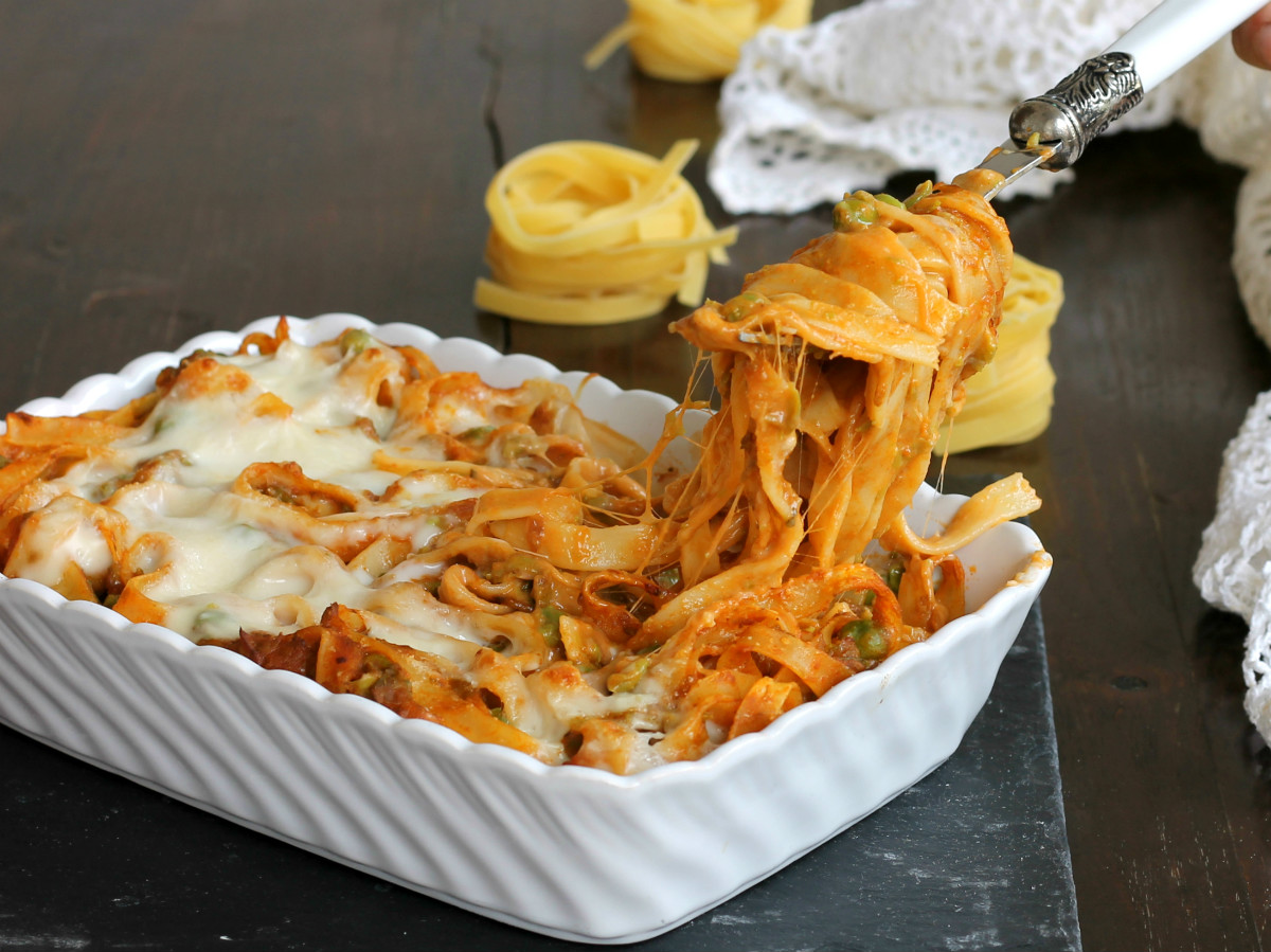 TIMBALLO DI TAGLIATELLE AL FORNO ricetta primo gustoso