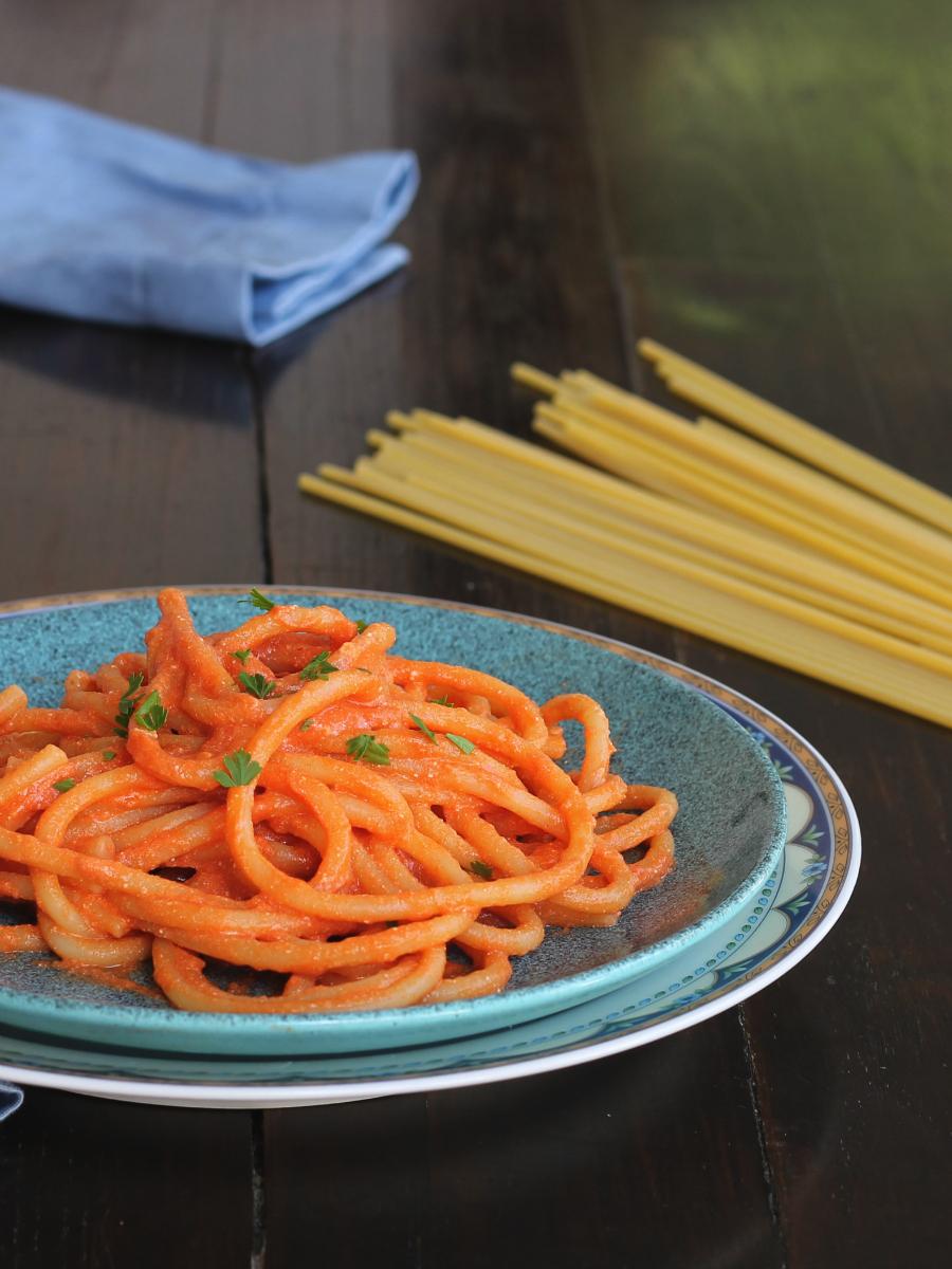 BUCATINI ALLA NAPOLETANA ricetta primo piatto tradizionale