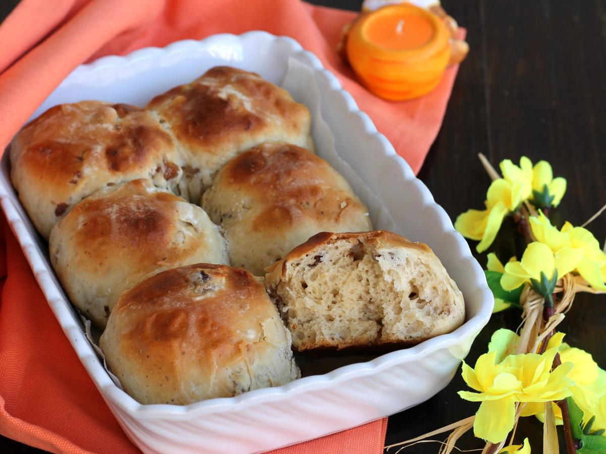 HOT CROSS BUNS RICETTA panini dolci speziati di Pasqua