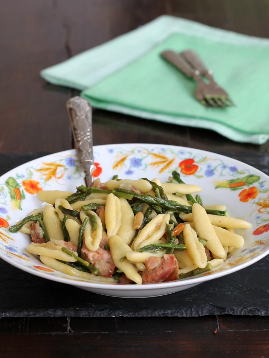 PASTA ASPARAGI PINOLI SALSICCIA ricetta primo piatto primavera
