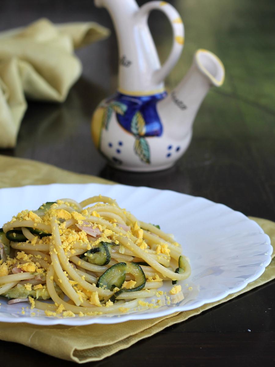 PASTA MIMOSA ricetta primo piatto con briciole di uova sode