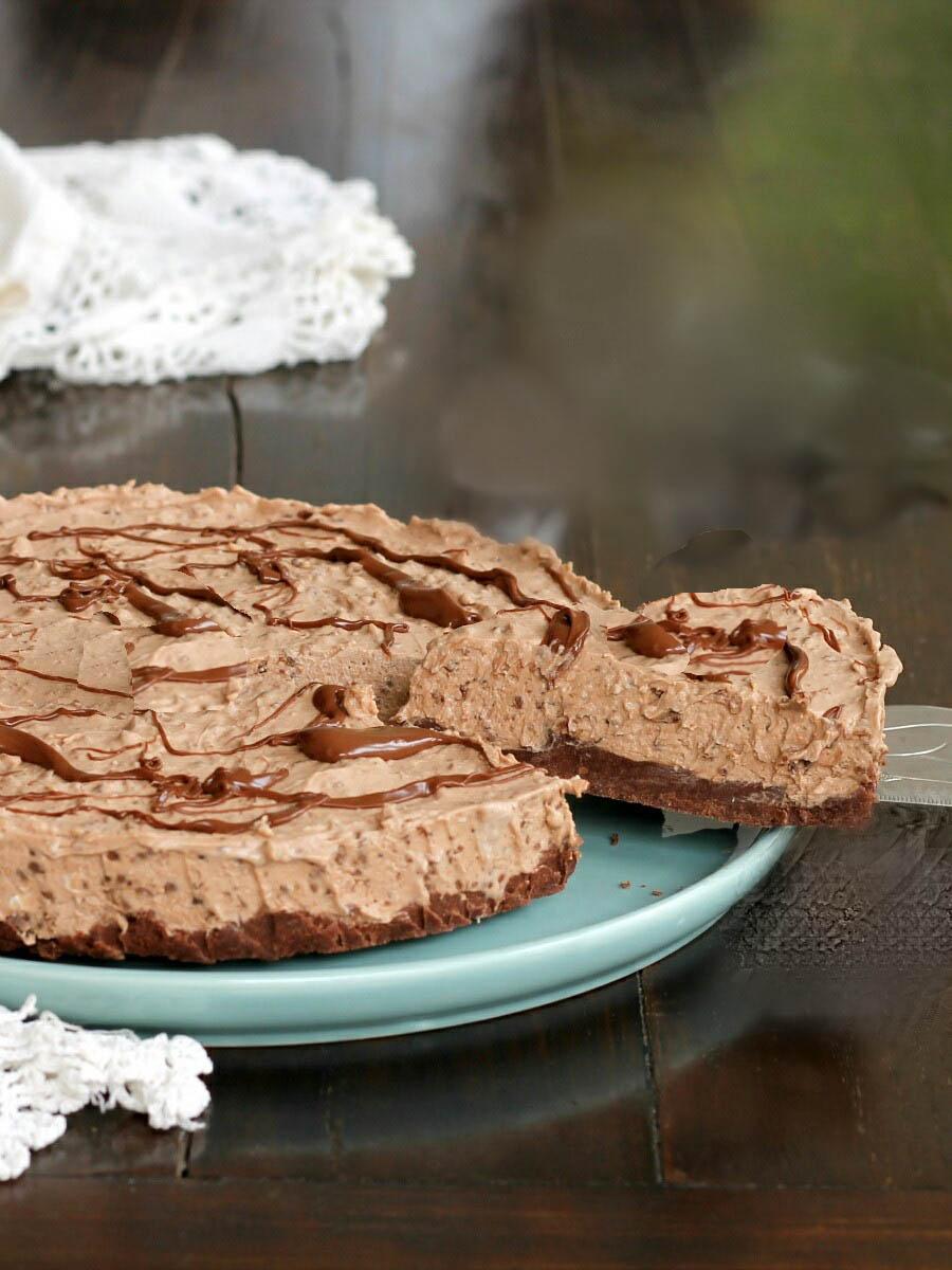 TORTA AL BACIO SENZA COTTURA ricetta dolce cioccolato e nocciole
