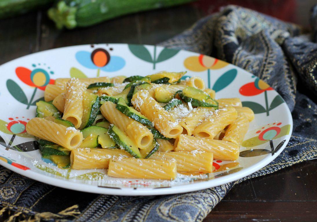 Carbonara di zucchine ricetta primo piatto veloce senza carne for Piatto tipico romano