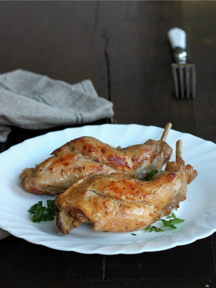 CONIGLIO AL VINO BIANCO ricetta secondo piatto elegante