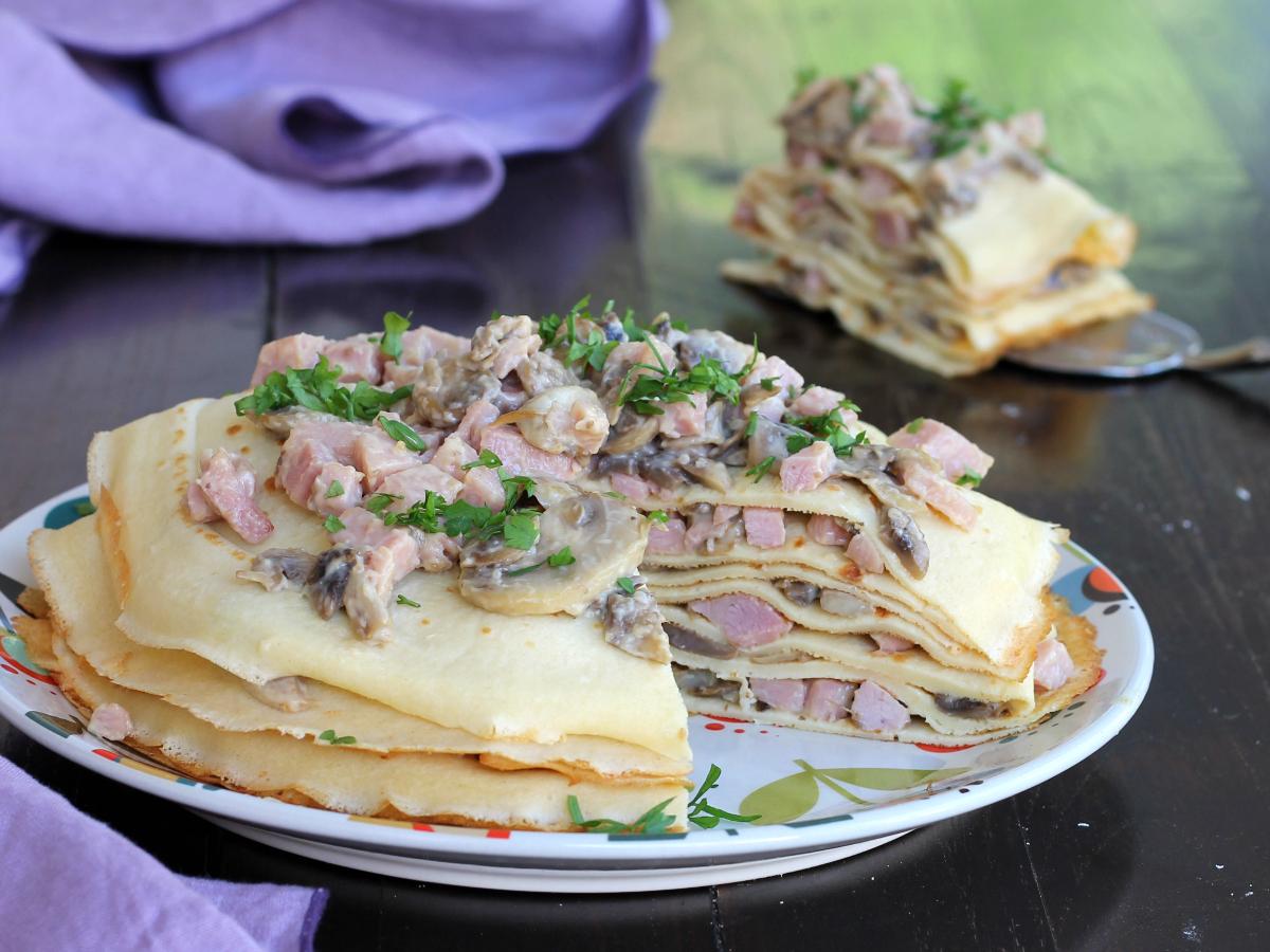 TORTA CREPES ricetta veloce con prosciutto funghi formaggio