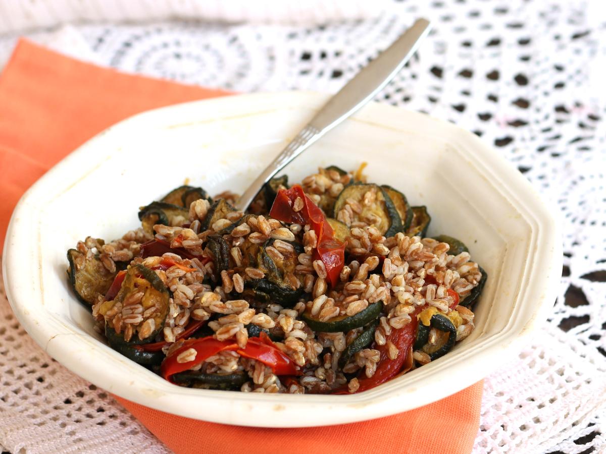 FARRO CON VERDURE ricetta primo piatto estivo senza carne