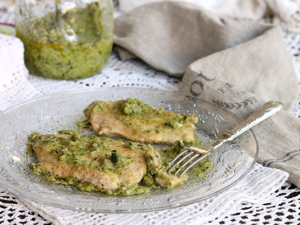 Scaloppine di Pollo con Salsa Verde
