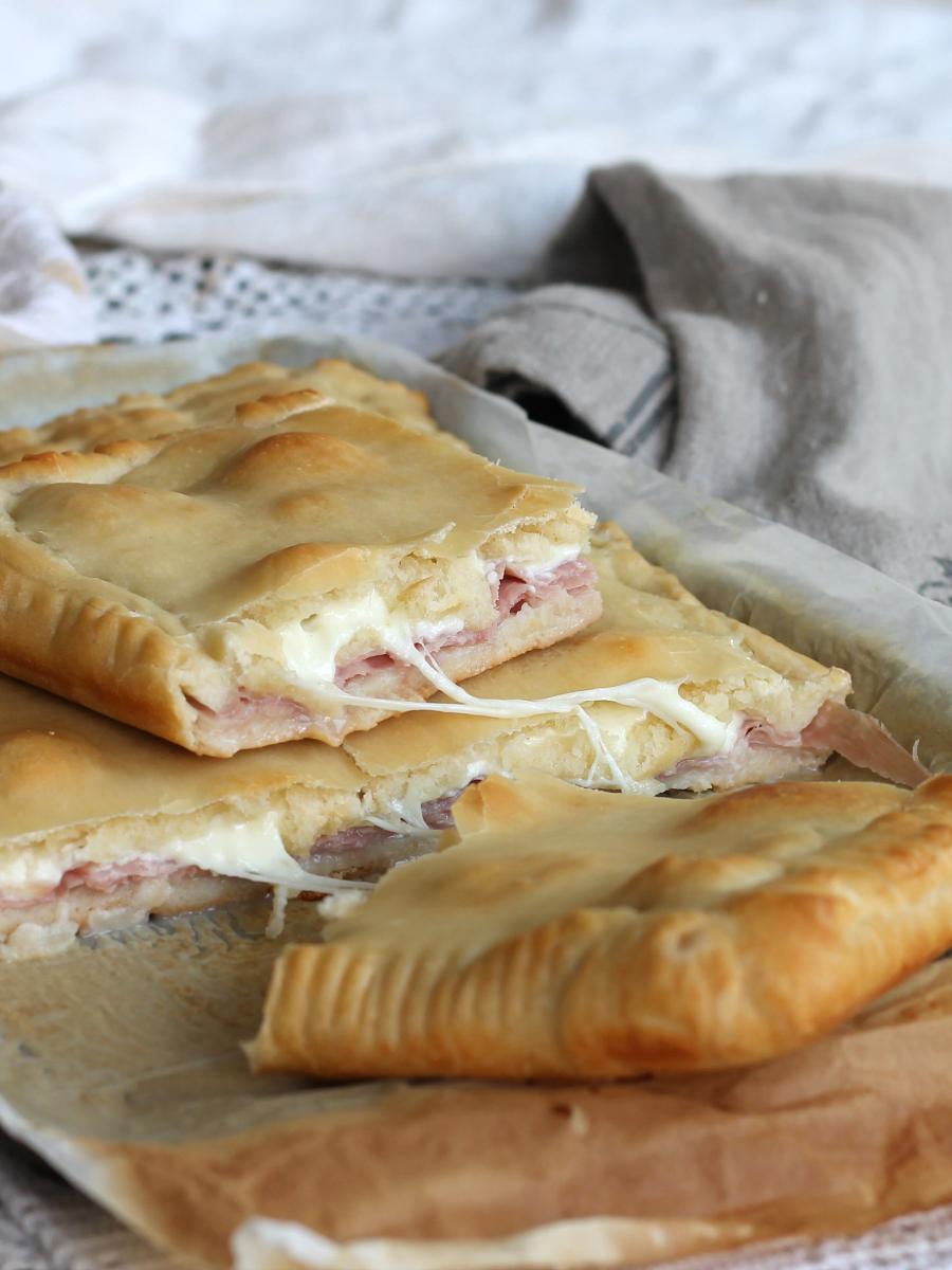 Pizza con prosciutto e formaggio ricetta rustico veloce for Cosa vuol dire forno statico