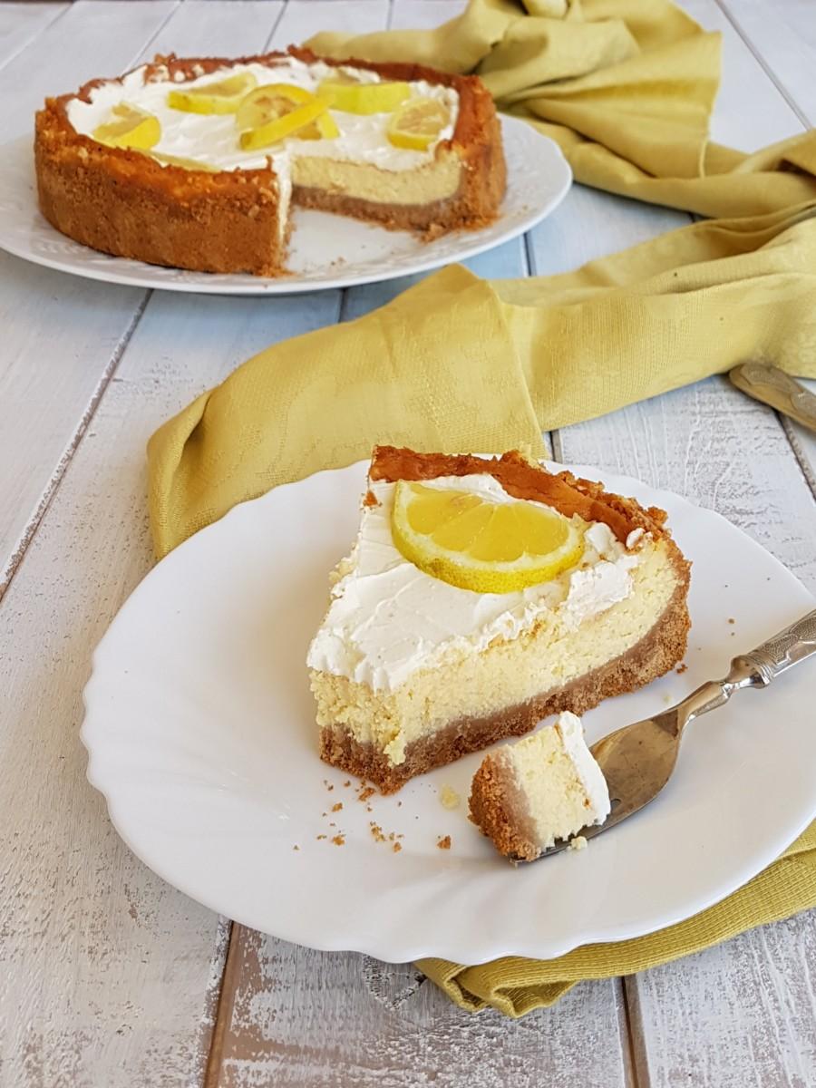 #CHEESECAKE #LIMONE E MASCARPONE AL FORNO profumata, facile, deliziosa. https://blog.giallozafferano.it/inventaricette/cheesecake-limone-mascarpone-forno/
