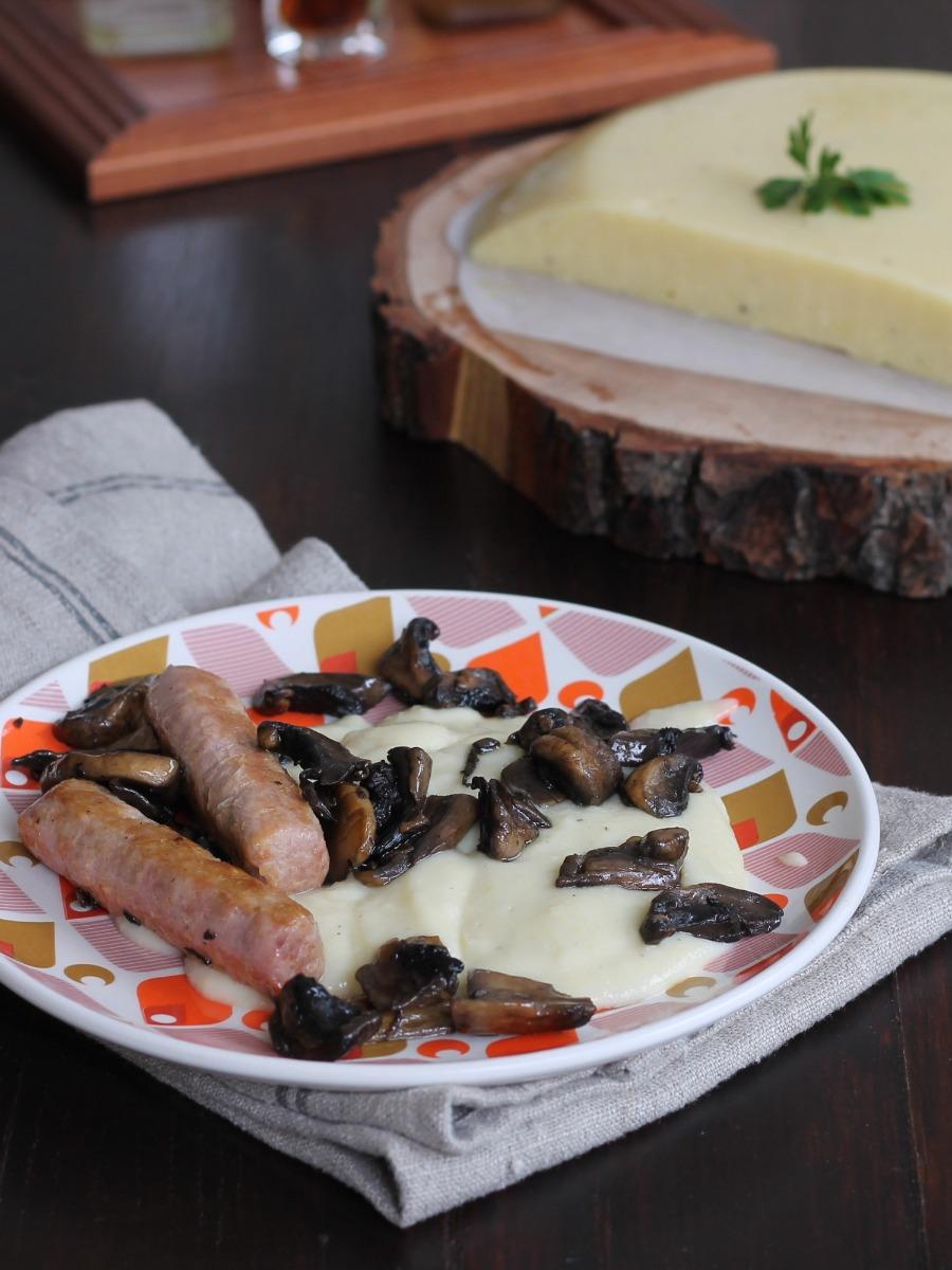 RICETTA POLENTA FUNGHI SALSICCIA piatto unico con funghi