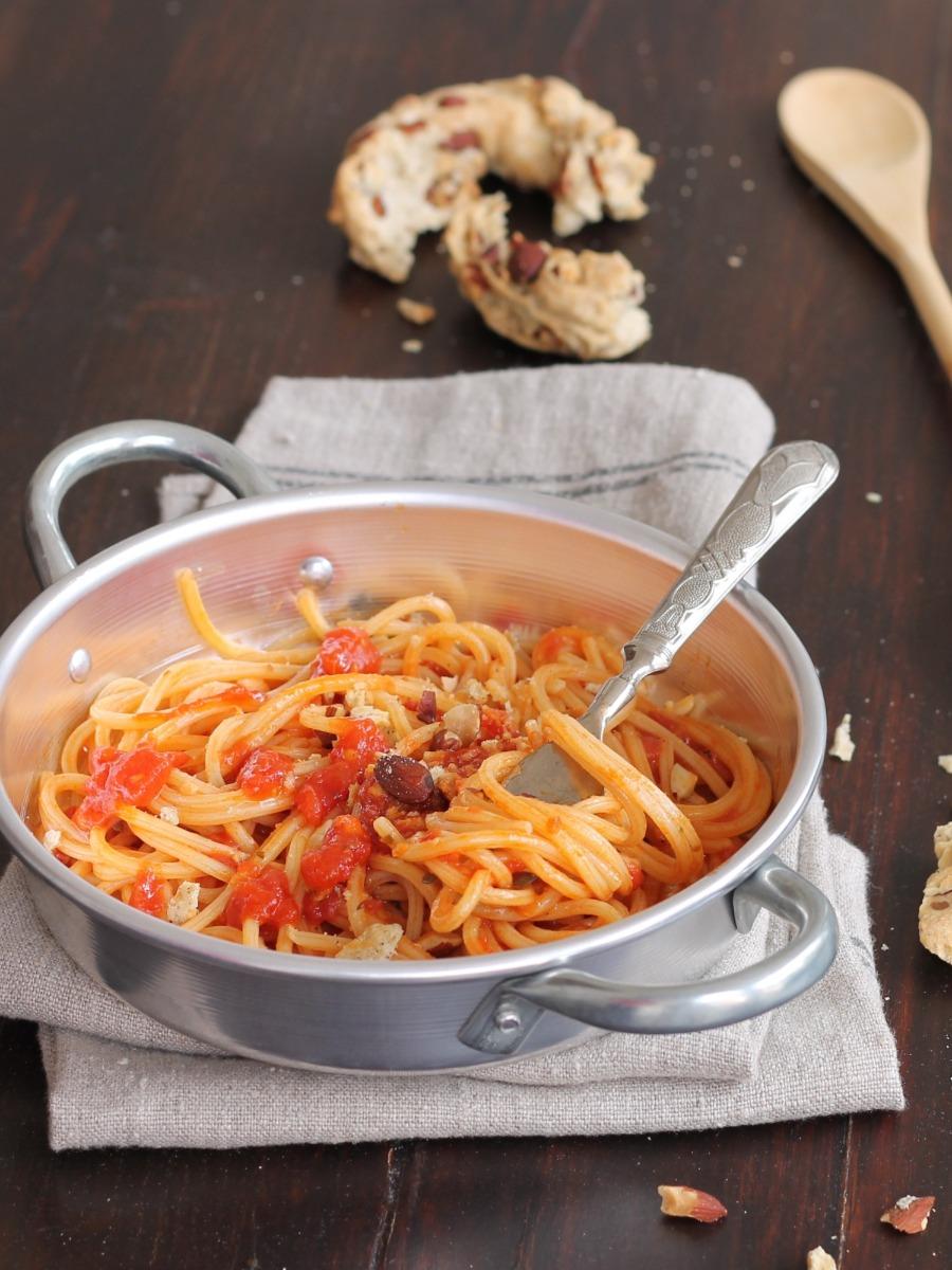 SPAGHETTI ALLE BELLE DONNE ricetta pasta alla puttanesca sfiziosa