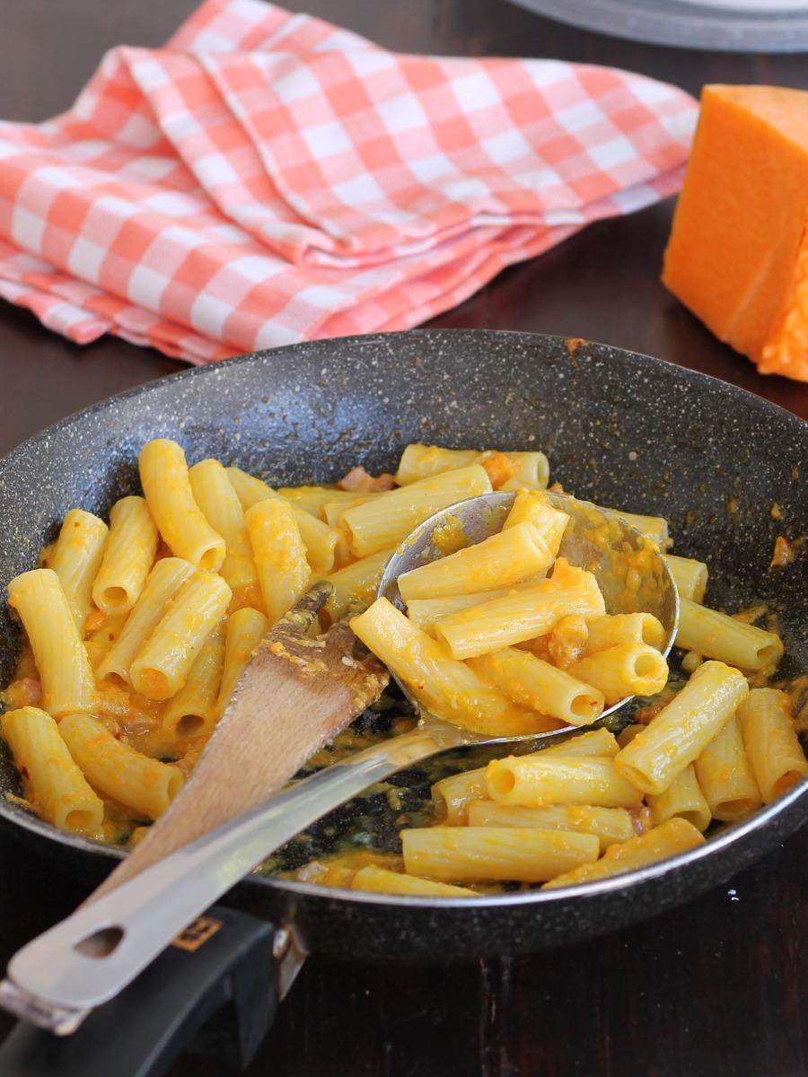 PASTA VELOCE CON ZUCCA ricetta tortiglioni pancetta gorgonzola