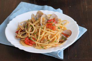 SPAGHETTI ALLE VONGOLE ricetta primo piatto di pesce facile