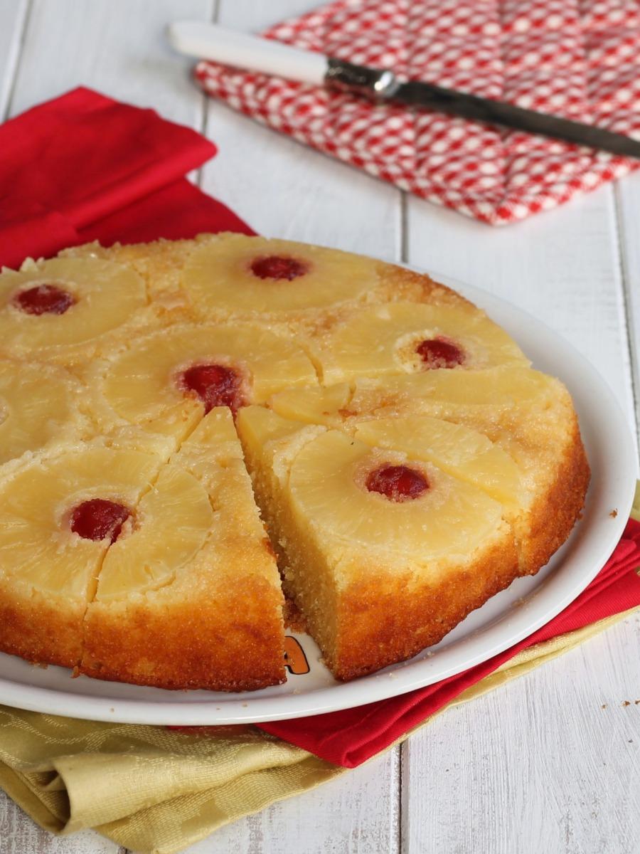 TORTA ROVESCIATA ALL ANANAS ALLO YOGURT upside down cake