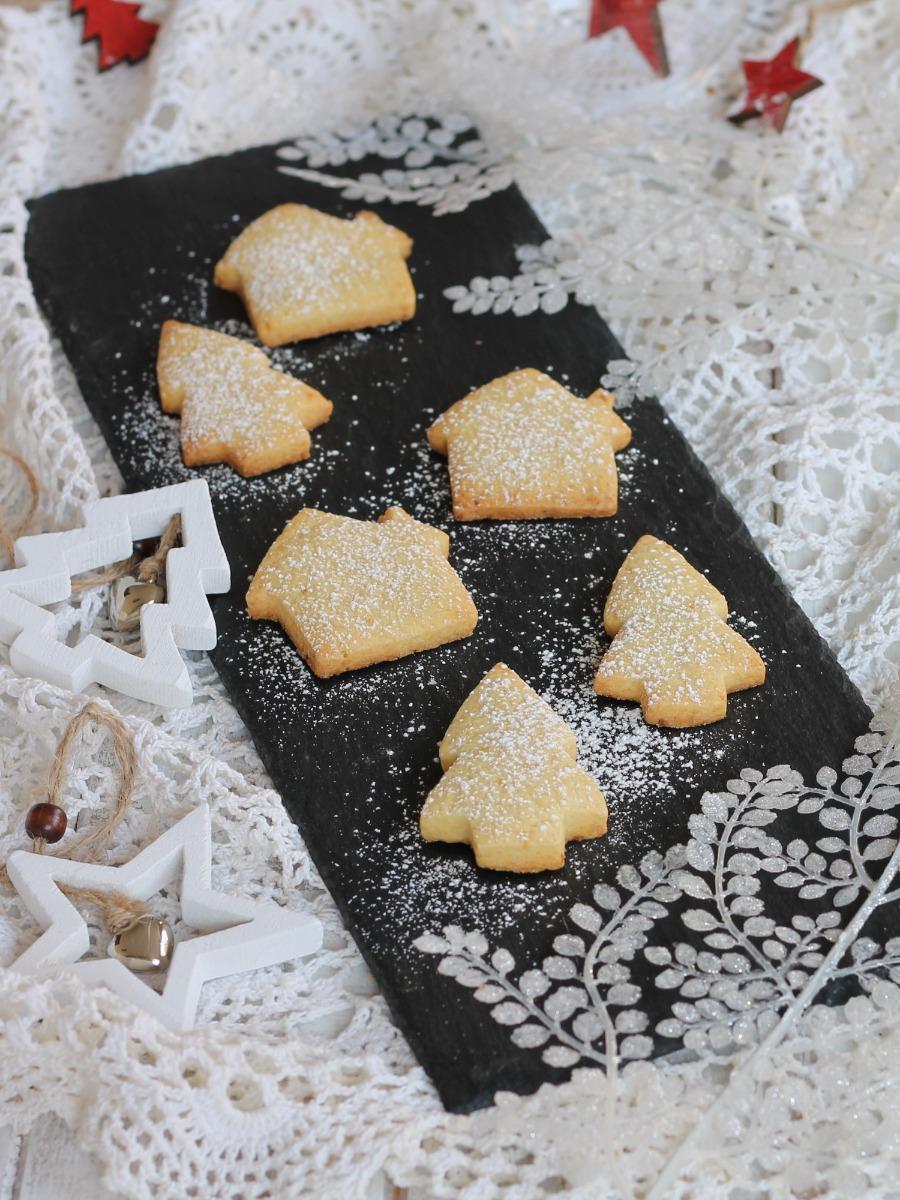 BISCOTTI SEMPLICI PER NATALE ricetta dolci natalizi da regalare