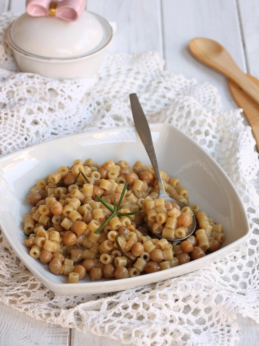 RICETTA PASTA E CECI ALLA ROMANA primo piatto con legumi
