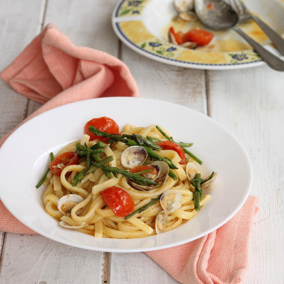 Far cuocere per 5 minuti, giusto il tempo che il sughetto si insaporisca.