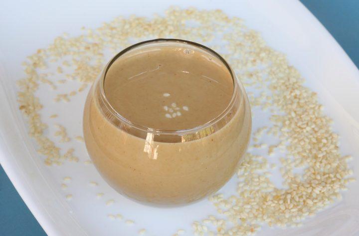 Tahina ricetta crema di sesamo, anche chiamata salsa tahina o salsa di sesamo o, ancora, burro di sesamo. La ricetta della tahina fatta in casa è veloce.
