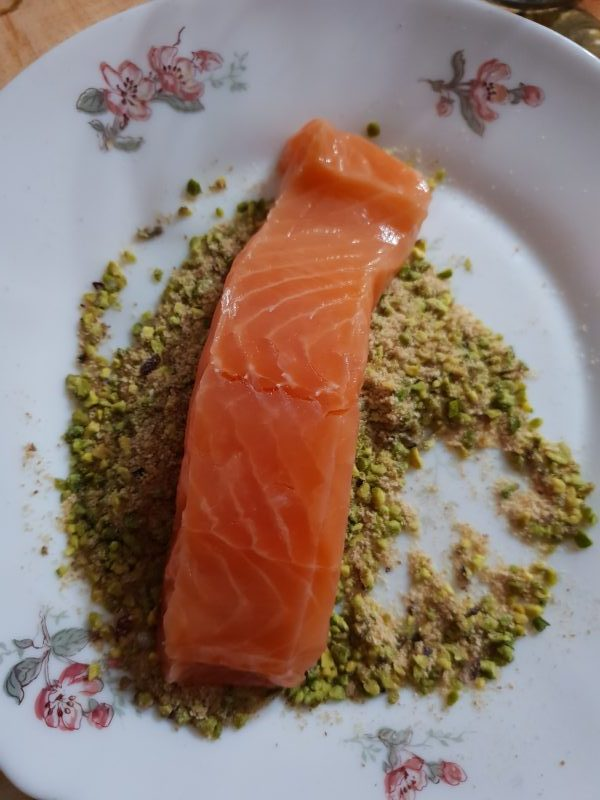 FILETTI DI SALMONE CON PISTACCHI ricetta secondo di pesce al forno