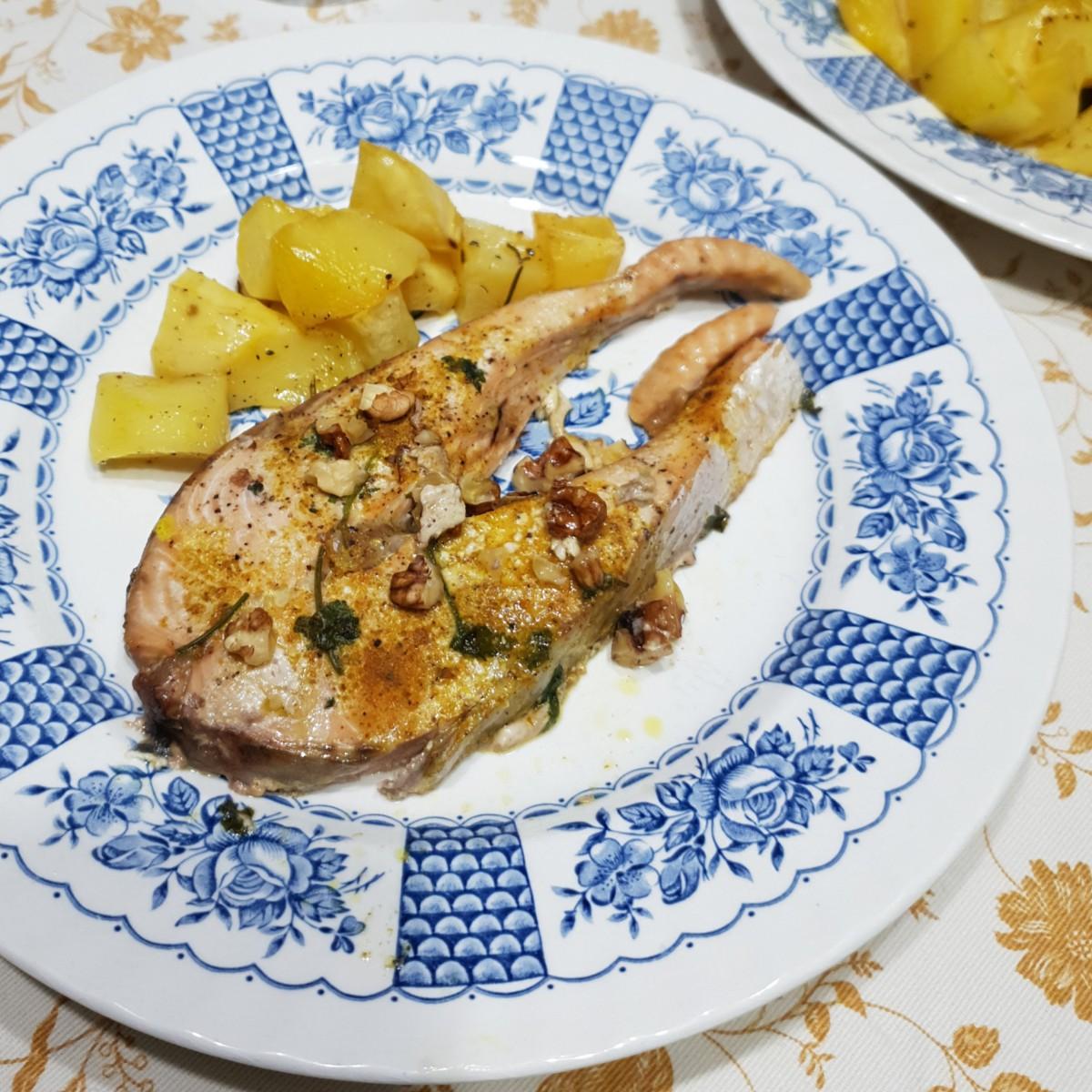 TRANCI DI SALMONE CURRY E NOCI ricetta salmone al forno speziato