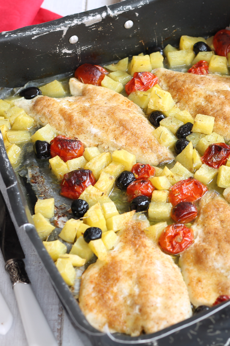 Orata al Forno con Patate Olive e Pomodorini
