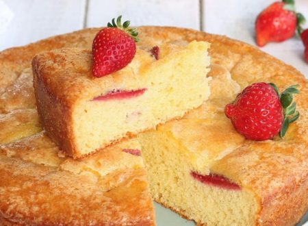 TORTA YOGURT GRECO E FRAGOLE
