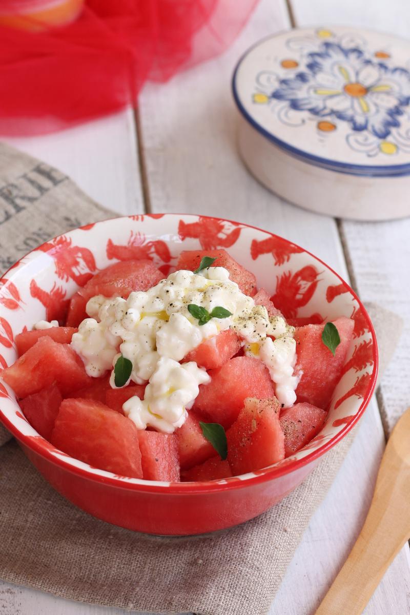 INSALATA ANGURIA FORMAGGIO ricetta insalata cocomero fiocchi di latte